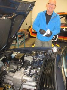 Vännen och BMW-nörden K-G Almström kunde inte hejda sig utan tog fram putsverktygen direkt. Här kommer att bli fint!