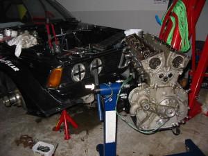 MER-BMW,n får en renovering av motorn. Har gått många timmar även om den inte tävlats med så mycket.