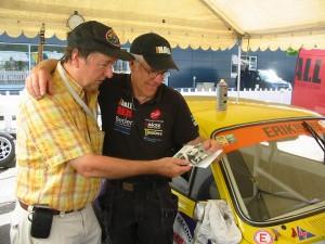 Norbert från Tyskland. Ett unikt Racing-fan! Åker från Tyskland för att kolla in Historisk racing i Sverige. Åtskilliga resor har han gjort under åren. Här överlämnar han foton av MER-BMW,n och mig från Zolder 1976. Tack Norbert!