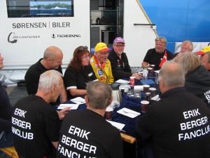 Då detta var Erik Bergers sista ?? tävling ville vi från Tomas Hall,s team hylla denna legend. ERIK BERGER FANCLUB. Erik och hans team tackade med tårta o kaffe.