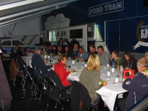 Lördag kväll. Galant middag i depån. Tack Team Erik Höjer och alla andra inblandade för en fin säsong. Nu återstår 'bara' danska finalen på Knutstorp.