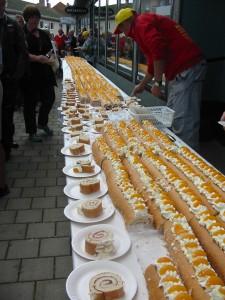 Vad sägs om 100 meter tårta? Verkade som hela Dalsland och Värmland var på plats denna helg.