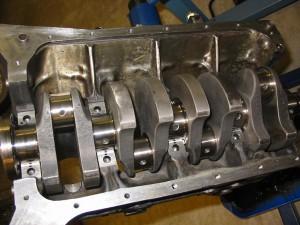 MER-BMW,ns M12/7 motor har fått en hel del nya bitar. På väg ihop igen.