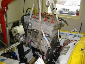 Tomas Hall,s Escort får lite behandling i vinter. Motorn på väg ur. Renovering hos Roger Svensson väntar.