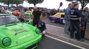 Tidsträningen gick superbra. Henrik Sörensen snabbast i pappa Bents snabba Porsche.