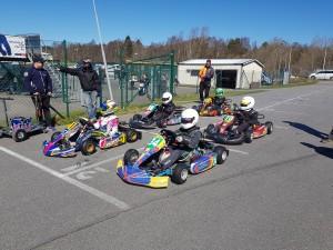 Team 13. Premiär. Trilskande startmotor i finalen så Axel fick starta från depån. Inte så glad, förstås.